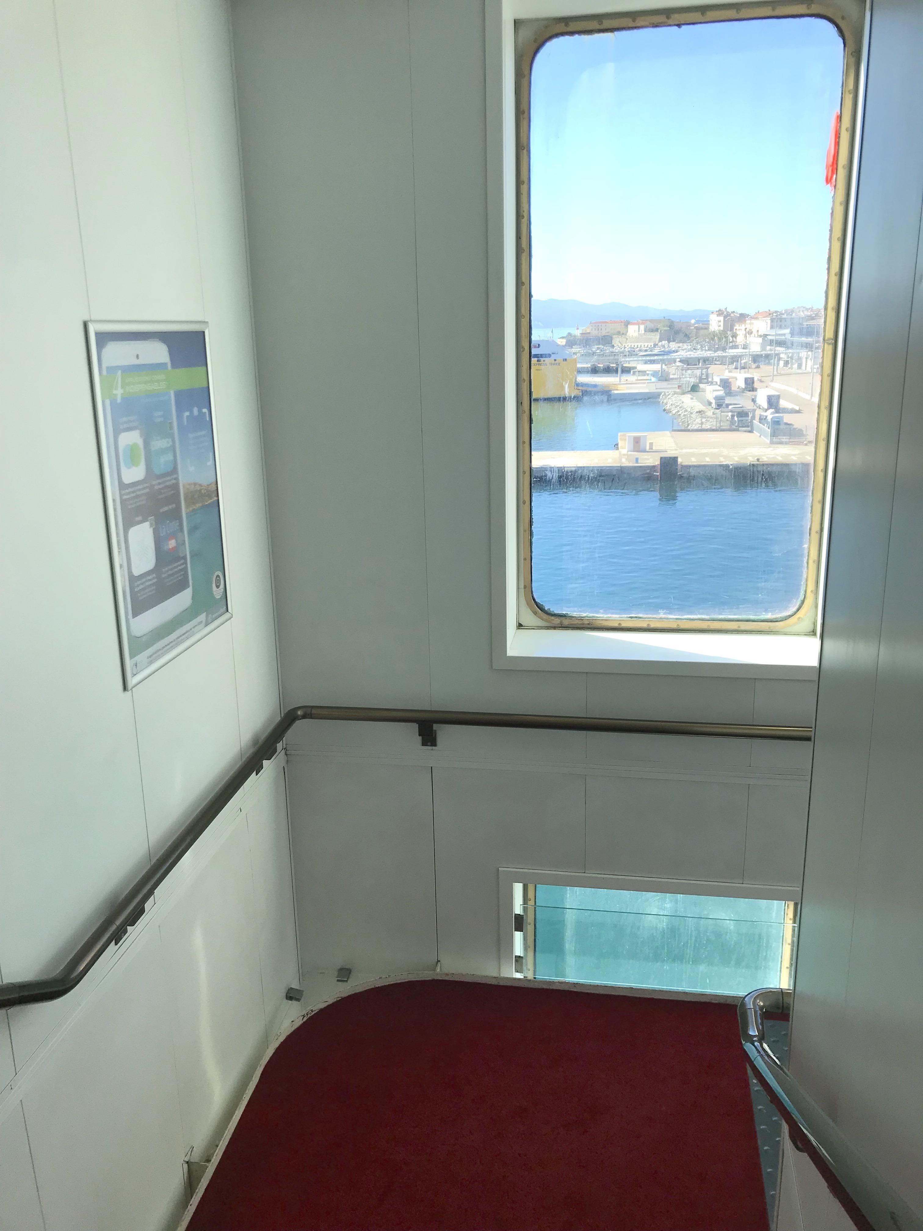 l 39 affichage bord des bateaux corsica linea publicit dans le monte d 39 oro. Black Bedroom Furniture Sets. Home Design Ideas