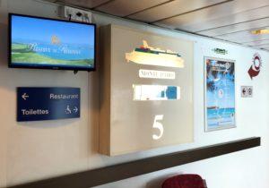 CorsicaCom-Agence média-régie publicitaire-publicité Corse- Bateau publicité à bord des bateaux Corsica Linea Arrivée escalier Monte d'oro